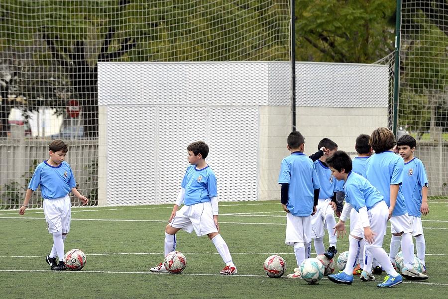 La escuela de fútbol del Real Madrid abre el plazo de inscripción para este curso