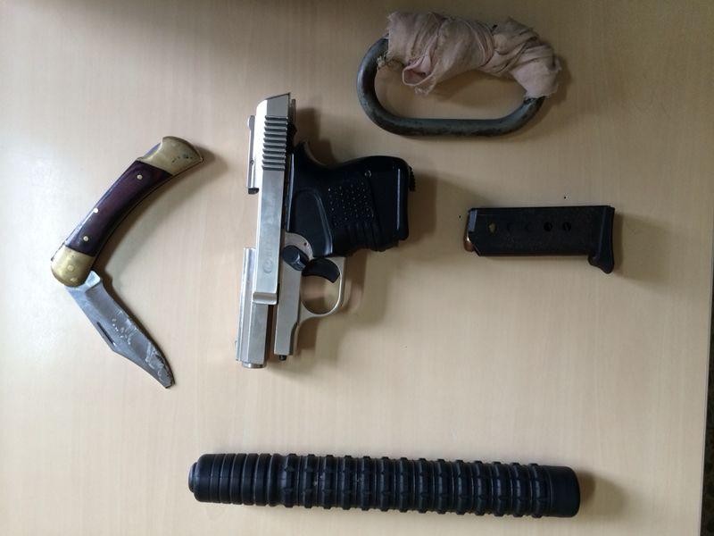 Detienen a cinco individuos que ocultaban armas de fuego en su coche