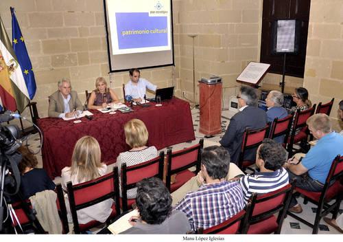 La Mesa del Centro Histórico pide a la Junta que el Ayuntamiento recupere competencias para aprobar intervenciones en el centro
