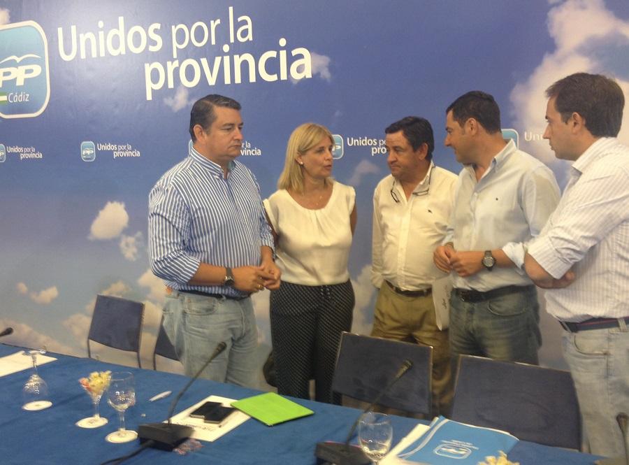 Juanma Moreno no ve comparable la situación de Pelayo a la de Chaves y Griñán