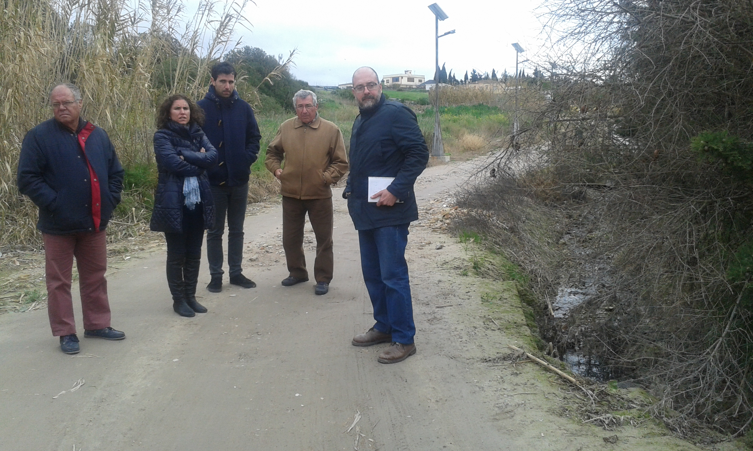 Susana Sánchez visita la calle Alenar, de Cuartillos, afectada por las últimas lluvias