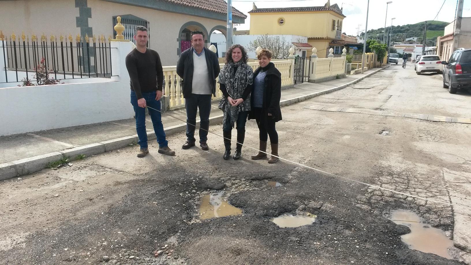 Susana Sánchez inspecciona los daños de las últimas lluvias en Rajamancera