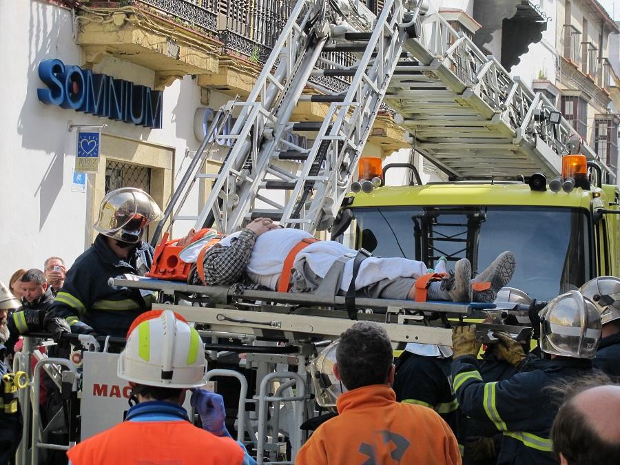 Rescatan a un obrero tras sufrir un accidente laboral en for Calle prado jerez 3 navacerrada