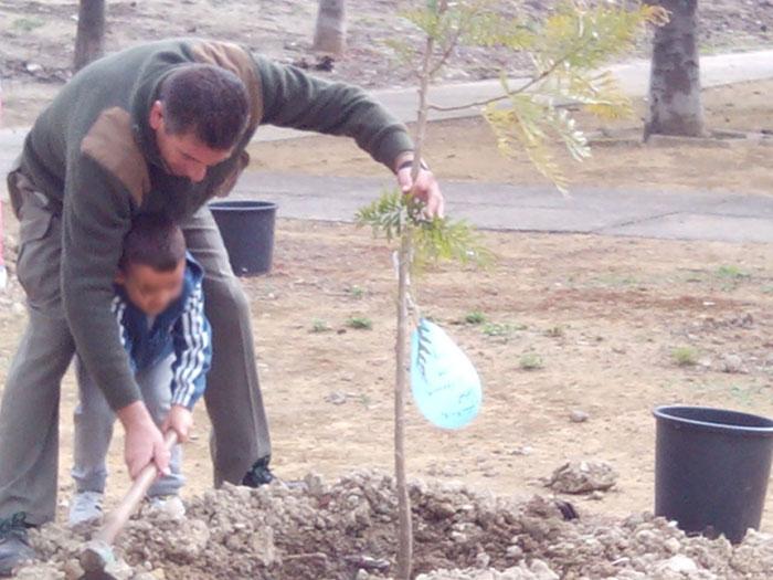 Los vecinos de Vistalegre reviven el parque Cornisa