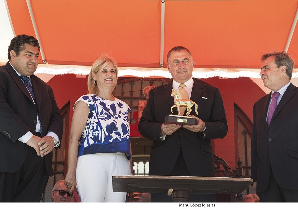 Nicolás Domecq recibe el Caballo de Oro