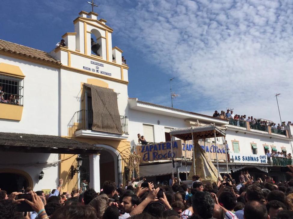 Intenso y emocionante encuentro con la Virgen del Rocío en la Hermandad de Jerez