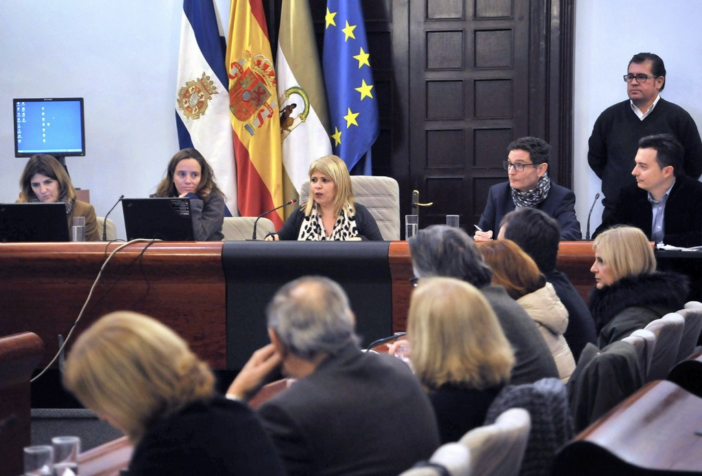 Saldaña reta a Mamen Sánchez a un debate cara a cara
