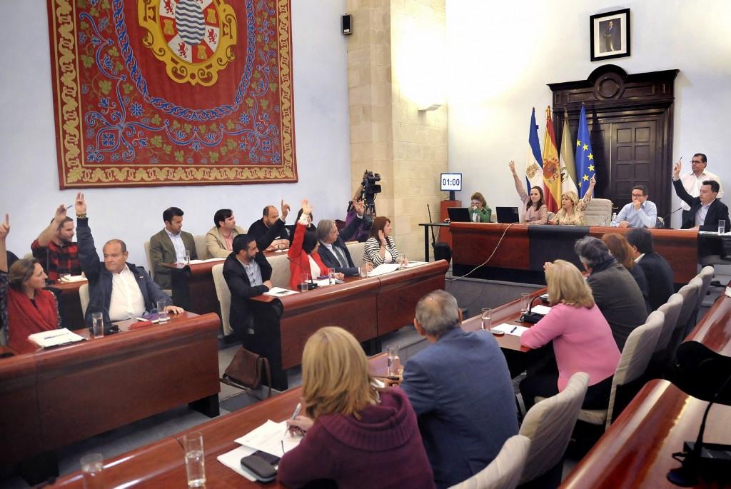El plan de ajuste se aprueba en el pleno marcado por la sonora protesta del SIP