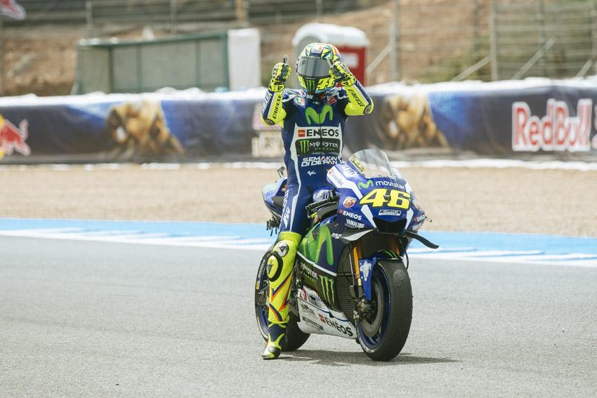 Rossi sorprende a Lorenzo y a Márquez consiguiendo la primera 'pole' del año