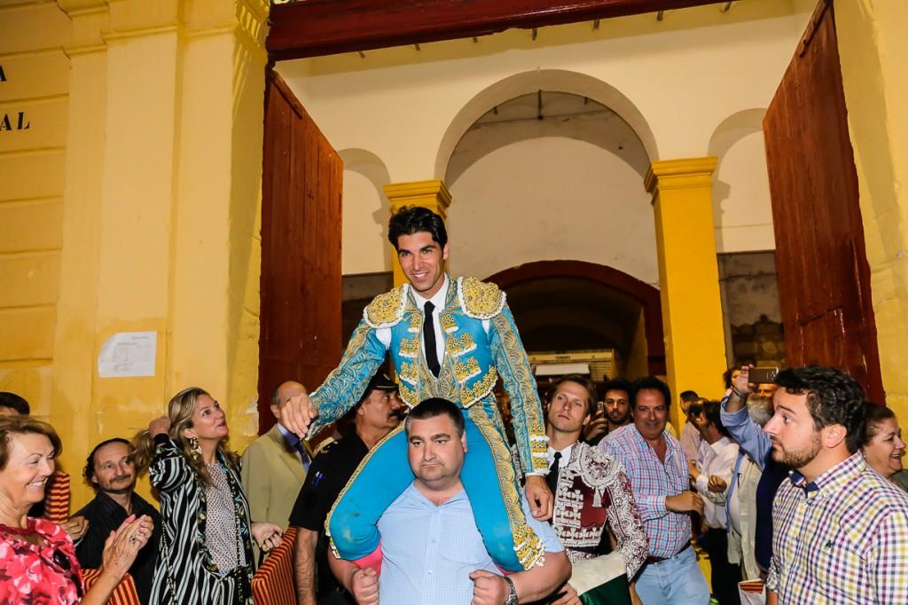 Cayetano abre la puerta grande de Jerez