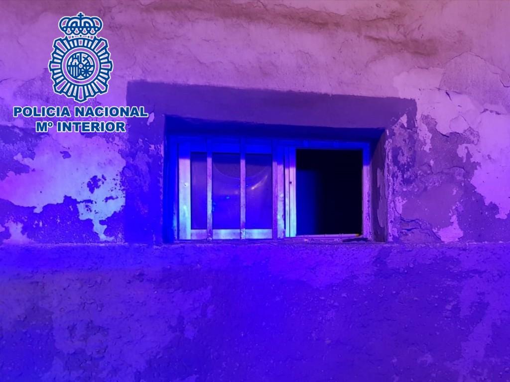 Detenido 'in fraganti' robando en una vivienda con sus habitantes en el interior