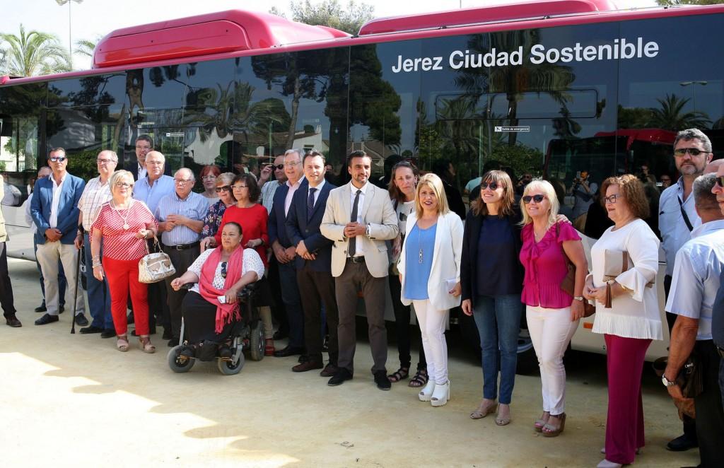 Jerez renueva parte de la flota presentando 9 autobuses de 'Gas Natural Comprimido'