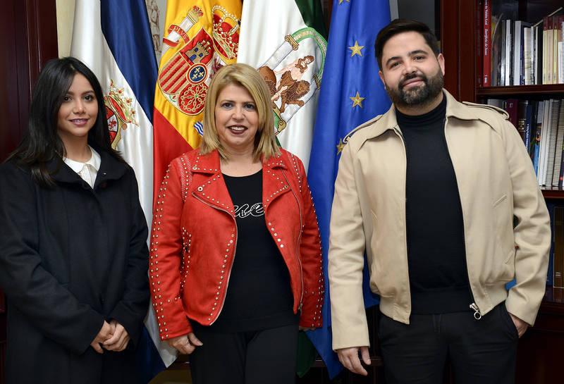 La alcaldesa recibe al chef Juan Luis Fernández tras lograr la primera Estrella Michelín