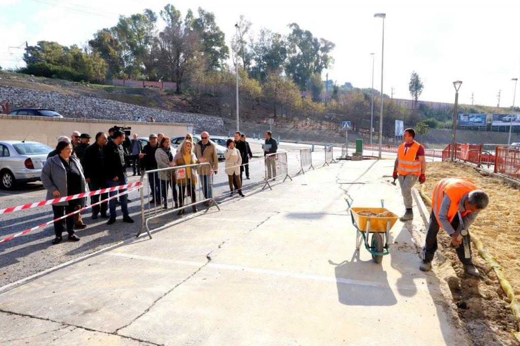 Inicio de las obras de reforma del acerado y plazas de La Cartuja