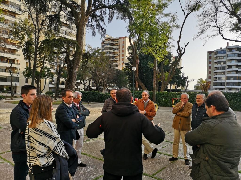 Antonio Saldaña se compromete a autorizar el cerramiento de El Bosque para mejorar la seguridad durante la noche