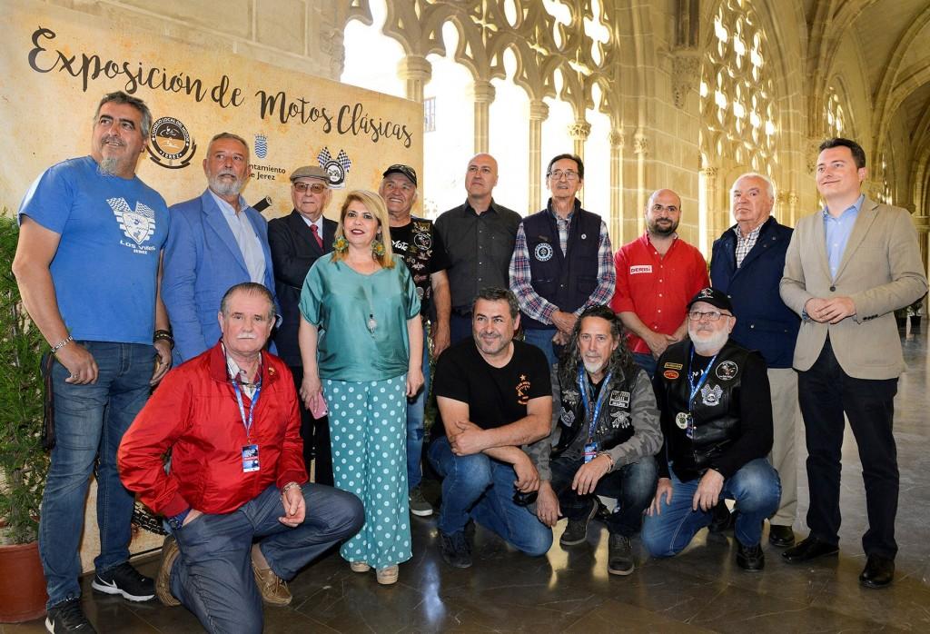 La alcaldesa asiste a la III Exposición de Motocicletas Clásicas en Los Claustros