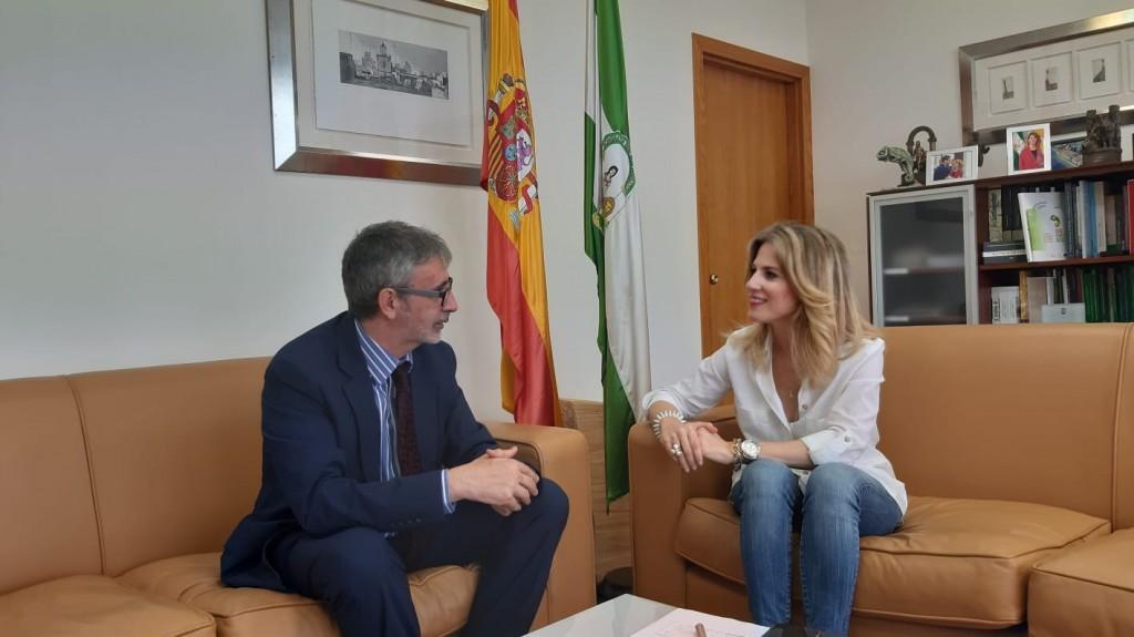 La delegada del Gobierno y el rector de la UCA recuperarán proyectos pendientes
