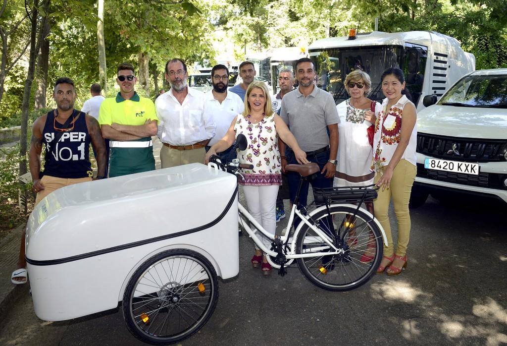 Mamen Sánchez presenta un avance de la nueva maquinaria del servicio de limpieza