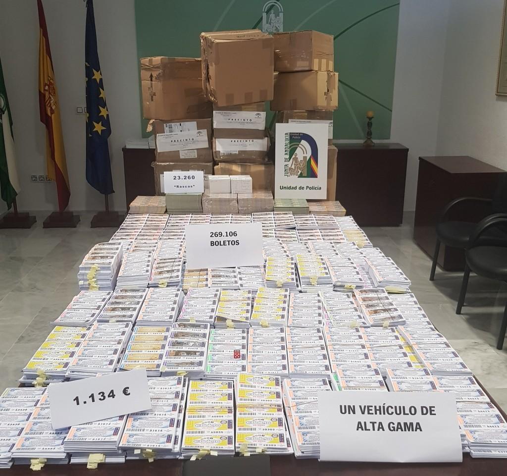 La Policía incauta más de 62.000 boletos de lotería ilegal y un vehículo de alta gama