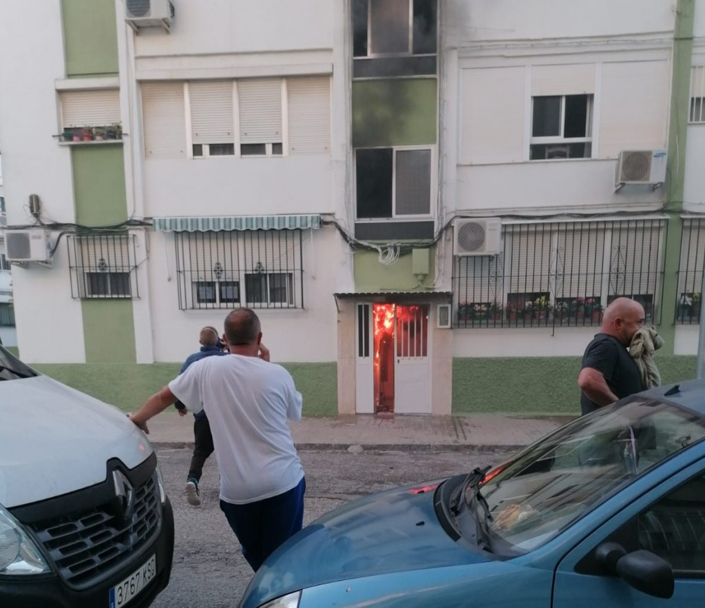 Grave incendio en Santo Tomás que termina en aplausos a los bomberos