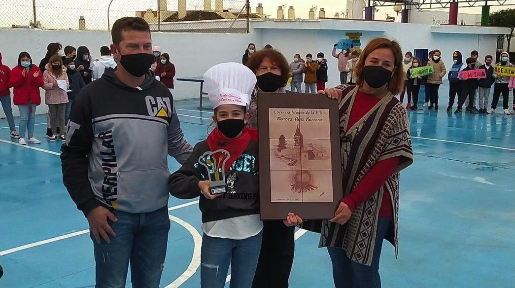 Trebujena nombra Cocinera Mayor de la Villa a Aurora, ganadora de 'Masterchef Junior'