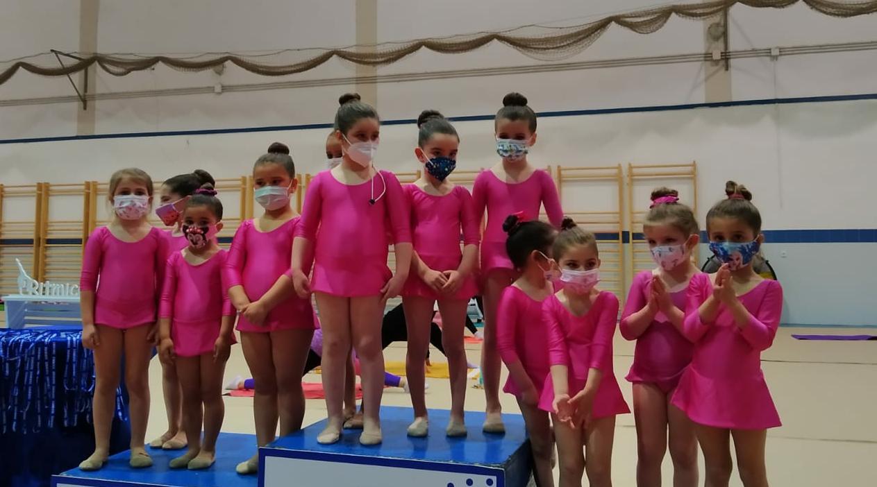 Las gimnastas del Club Gimnasia Rítmica de Jerez brillan en el I Torneo Mini