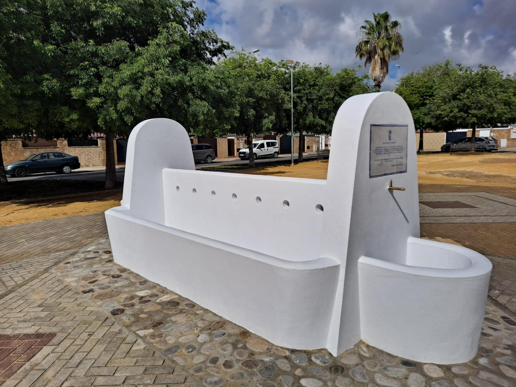 Guadalcacín instala una fuente-abrevadero ornamental para rendir homenaje a sus orígenes como pueblo de colonización