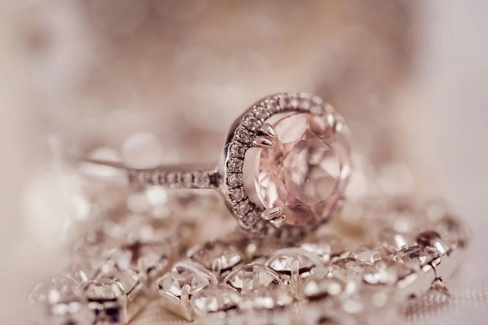 Joyería Dogma: 100 años a la vanguardia de la moda y brillando con luz propia