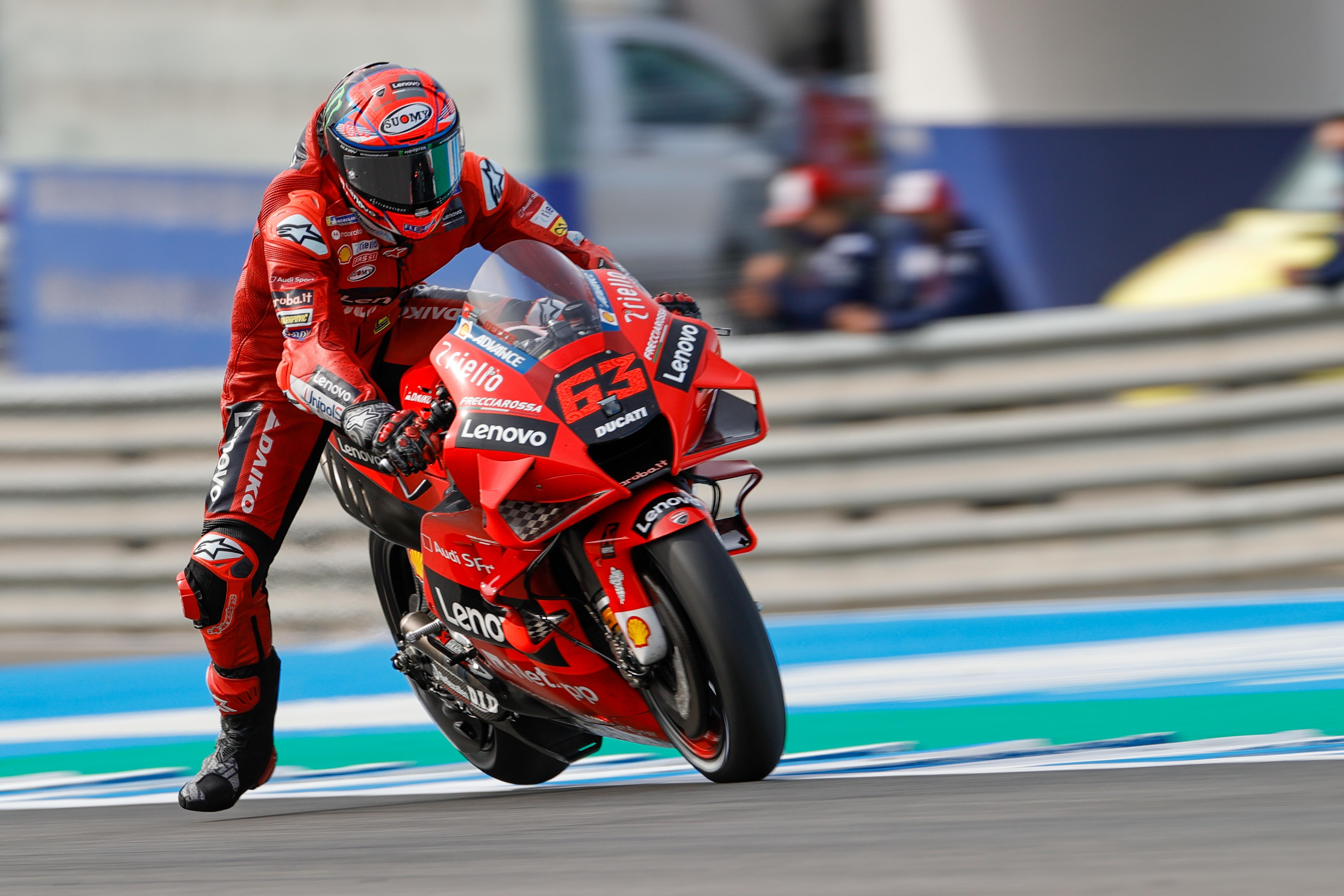 Bagnaia marca el ritmo en los libres con Marc Márquez décimo sexto en MotoGP