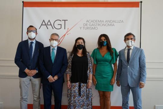 Turismo Andaluz recibe el premio Andalucía de Gastronomía por su apoyo del segmento